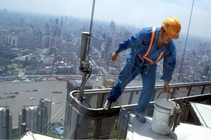 Whether you work at height everyday or just once in a while, your safety focus during those times is of utmost importance.