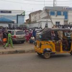 Lagosians Adhere To Face Masks Order, Snub Social Distancing As Economy Re-opens