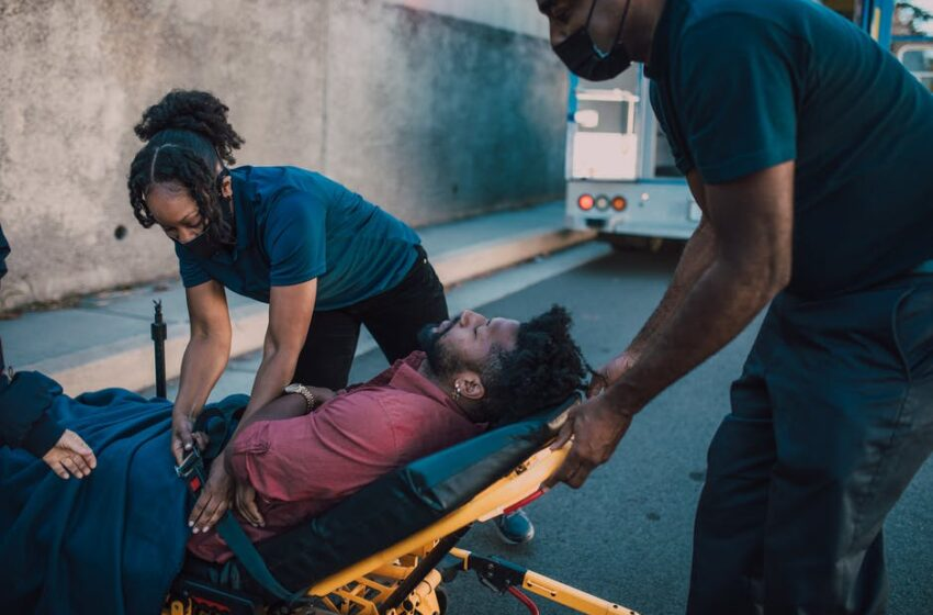 Five important and basic tips of first aid for workplace safety